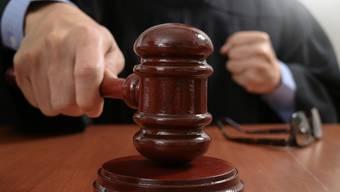 Das Bezirksgericht muss über einen Mann urteilen, der sich selbst als Anwalt ausgegeben haben soll. (Symbolbild)