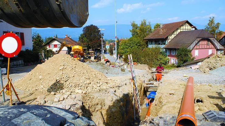 Kein Durchkommen: Für Fussgänger bleibt bis Ende Jahr der Weg vom Stedtli zum Bahnhof Büren nur über den Graben oder den Beundenweg möglich. (Bild: SL)