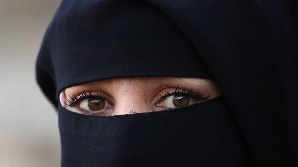 Burka-Verbot verliert Boden +++ E-ID-Gesetz droht Nein