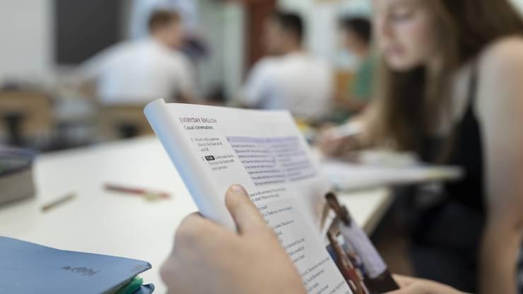 Mehr als «Everyday English» wie in diesem Buch: Im «International Baccalaureate» verfassen Kantischüler wissenschaftliche Arbeiten auf Englisch.