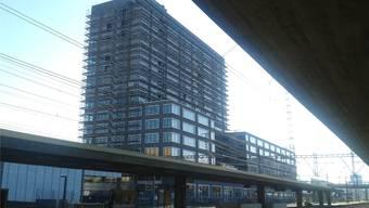 Knacken im Fenster: Der «Westlink» beim Bahnhof Altstetten wurde eingerüstet.tma