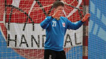 Torwart Sebastian Tränkner in Erwartung eines Penalties.