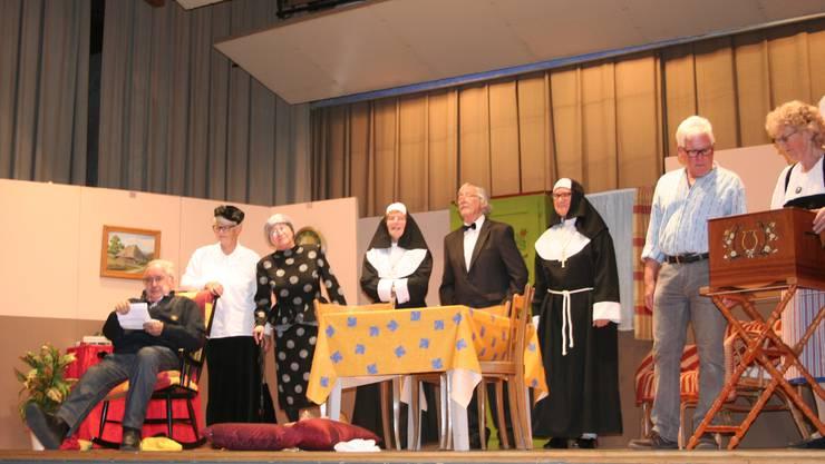 Ein Theaterstück mit Happy End: Rund 60 Senioren genossen sassen im Publikum und genossen das Lustspiel von Toni Rohrer.