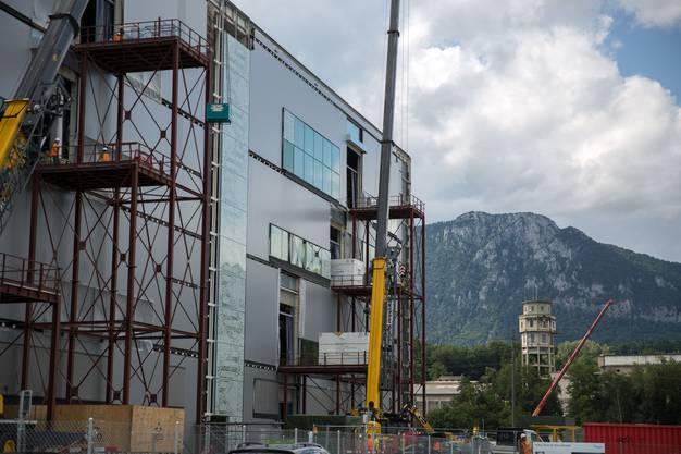 Das neue Gebäude der Biogen prägt die Region schon stark – auch wenn es noch nicht fertig gestellt ist.
