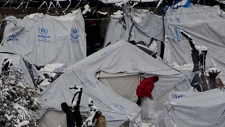 Sichere Fluchtwege statt vegetieren in überfüllten Lagern fordert die Schweizer Flüchtlingshilfe am Samstag am nationalen Flüchtlingstag. (Archivbild)