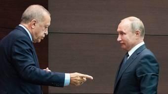 Wladimir Putin (rechts) und Recep Tayyip Erdogan im September letzten Jahres in Ankara: Damals berieten sie die Lage in Syrien. Heute kommt es erneut zu einem Treffen - diesmal in Moskau und unter anderen Vorzeichen.