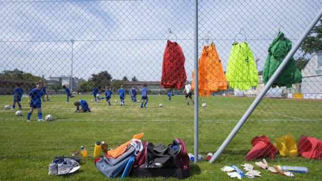 Die meisten Klubs belassen es bei strikten Regeln für Juniorentrainer. Foto: Keystone