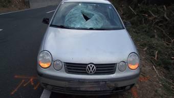 Der Eiszapfen fiel genau auf die Frontscheibe des Autos (KAPO GR)
