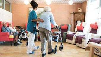 Das Leben im Pflegeheim ist teuer. Oft kommen Ergänzungsleistungen zum Tragen. (Bild: Keystone)