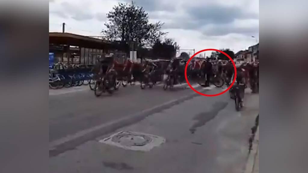 Benelux-Rundfahrt: Beinahe-Crash wegen verpeiltem Fan