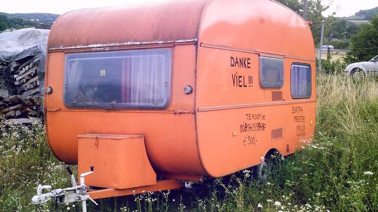 Der Wohnwagen, den die Holländer auf dem Camping hinterliessen.