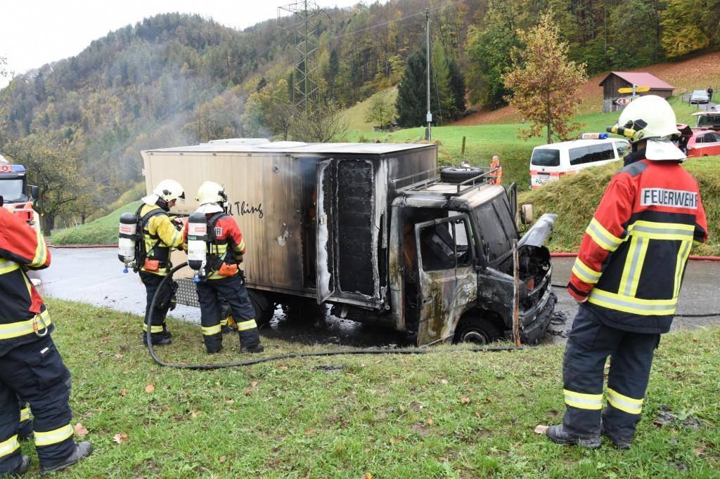 Wohnmobil brennt aus (© Kantonspolizei St.Gallen)