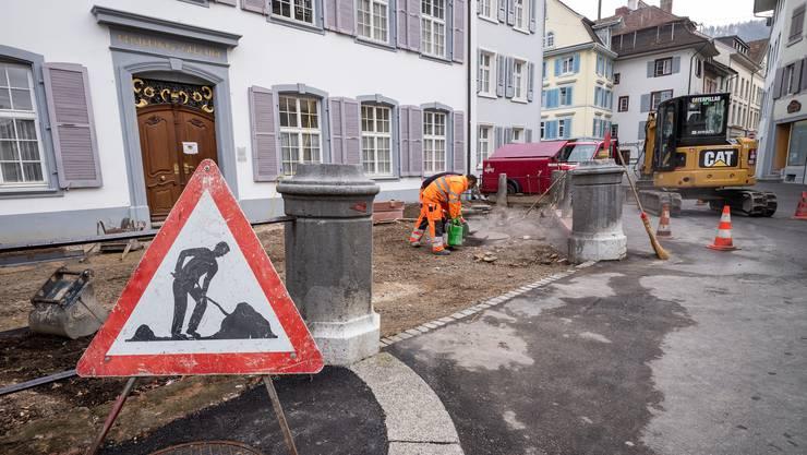 Der Platz vor dem Baselbieter Regierungsgebäude ist derzeit eine Baustelle.