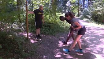 Christian Bisang und Ramona Gyr von Radio Argovia lassen sich in der neuesten Staffel «FitnessUpdate» von Personal Trainer Dave Dollé durch den Wald jagen.
