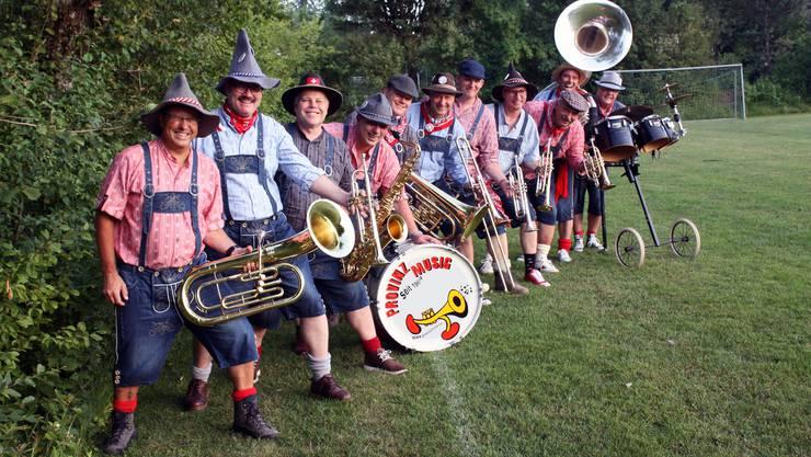 Zum 50 Jahr Jubiläum haben sich die 11 Musikanten der Provinzmusig neu eingekleidet und freuen sich über Auftritte im Kanton und der ganzen Schweiz.