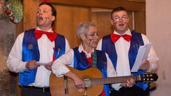 Aus vollen Kehlen: Die Klingnauer Haarspalter (im Bild drei der vier Sänger) spötteln mit Vorliebe über die Stadtregierung und die Nachbarn in Döttingen.