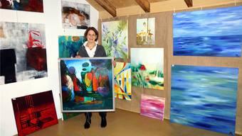 Galeristin Hanni Malcotsis hofft, dass die eingereichten Kunstwerke bald einem neuen Besitzer Freude machen.