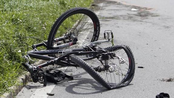 Velofahrer stürzt und verletzt sich (Symboldbild).