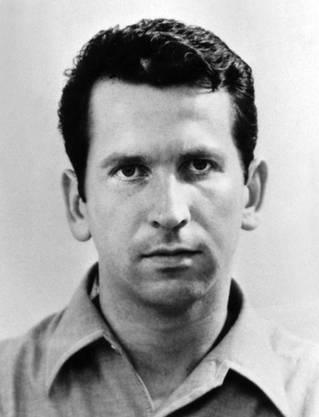 Walter Stürm, in einer Aufnahme vor 1980, veränderte mehrfach sein Erscheinungsbild, um sich der Justiz zu entziehen. Gegen Walter Stürm, bekannt als «Ausbrecherkönig» wurde wegen Verdacht auf Raubüberfall und Geiselnahme ermittelt.