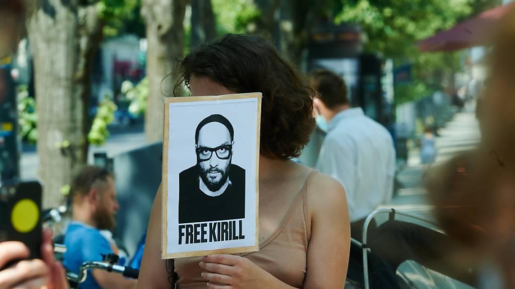 Protest vor der russischen Botschaft in Berlin. Foto: Annette Riedl/dpa