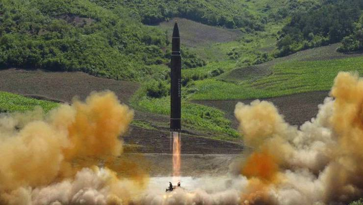 Die Aufnahme soll nach nordkoreanischen Angaben den Test einer Interkontinentalrakete im Juli 2017 zeigen. (Archivbild)