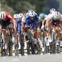 Der Kolumbianer Fernando Gaviria, im blauen Dress in der Mitte, gewann nach der 1. auch die 4. Etappe im Massensprint