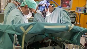 Herztransplantationen dürfen bis mindestens 2013 auch in Zürich durchgeführt werden (Archiv)