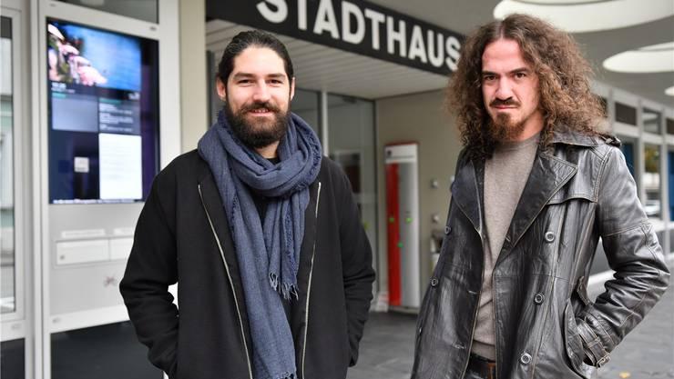 Sie wollen ins Gemeindeparlament: Zwei von vier Gründungsmitgliedern von «Olten jetzt!»: Nils Loeffel (links) und Daniel Kissling. Es fehlen Laura Schöni und Samuel Rudolf von Rohr.