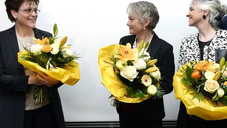 Jacqueline Fehr (Mitte) neben ihren neuen Kolleginen im Zürcher Regierungsrat, Silvia Steiner, links, und Carmen Walker Späh, rechts.