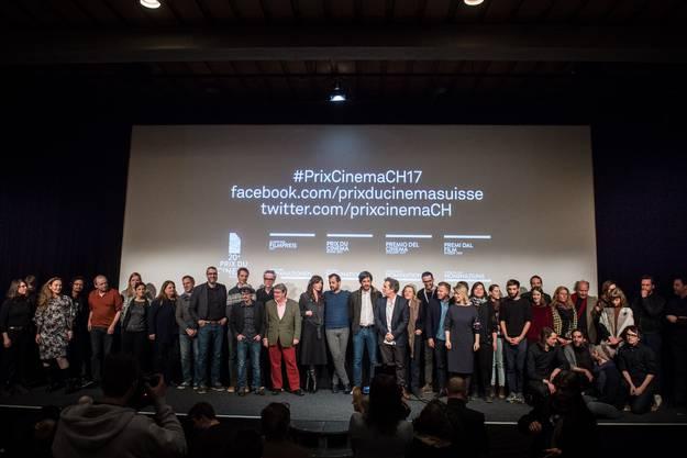 Die Nominierten für den Schweizer Filmpreis auf einer Bühne.