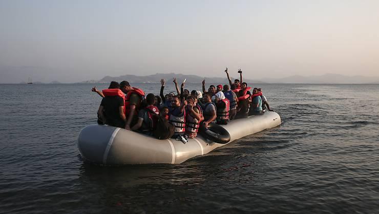 Die Schlauchboote mit Flüchtlingen sind oft nicht seetüchtig für hohen Wellengang - und zudem überfüllt. Viele der Migranten können ausserdem nicht schwimmen.