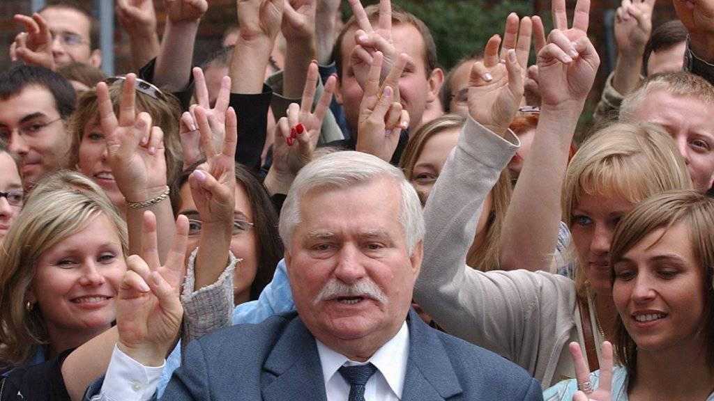 Der ehemalige Präsident Polens, Lech Walesa, hat am Samstag mit Hunderten seinen 75. Geburtstag gefeiert. (Archivbild)