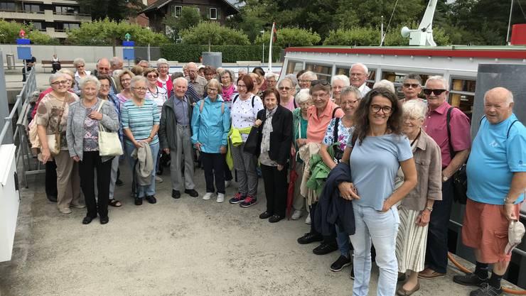 Die Seniorengruppe vor dem MS Chasseral in Biel