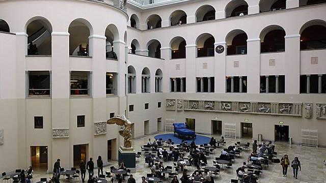 Blick auf den Innenhof der Uni Zürich (Archiv)