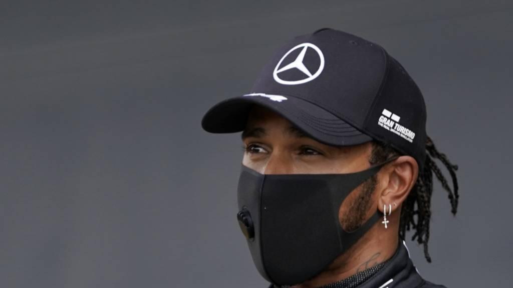 Hamilton siegt trotz Reifenschaden