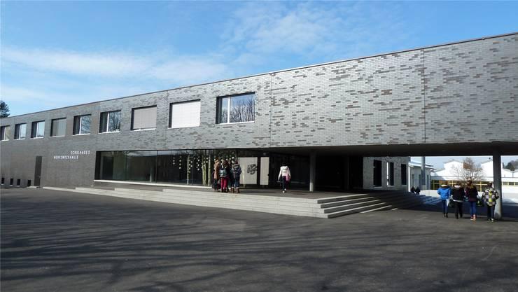 Die Schule Seengen, hier das neue Schulhaus 2, erhält bei der neuerlichen externen Schulevaluation wiederum sehr gute Noten. zvg