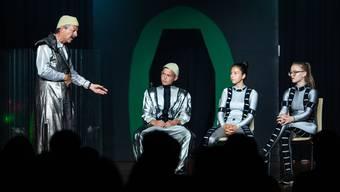 Schülertheater «Verrückt, diese Irdlinge», Weiningen