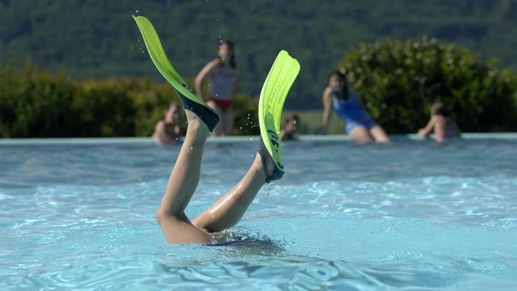 Viele suchten in den Schwimmbädern Abkühlung (Bild: Schwimmbad Messen)
