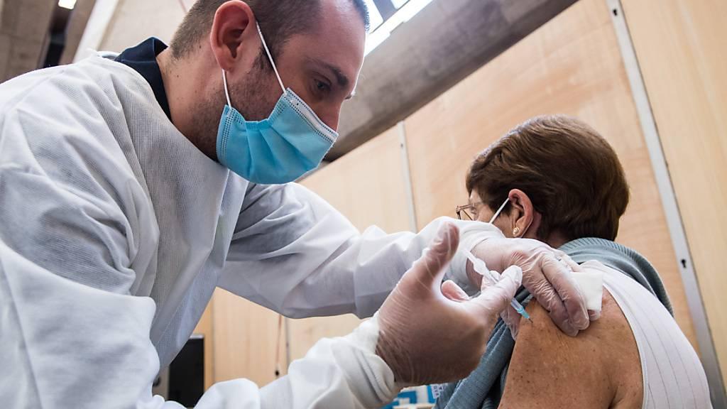 Im Tessin kann sich bereits die Gruppe der über 65-Jährigen für eine Covid-19-Impfung anmelden.