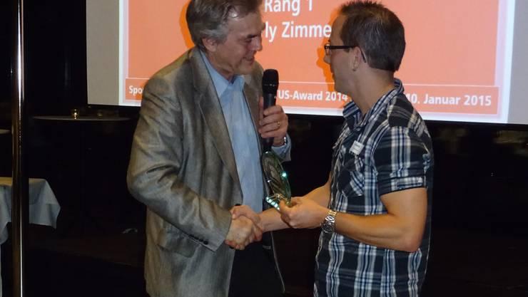 Der Verbandspräsident bei der Übergabe des Award