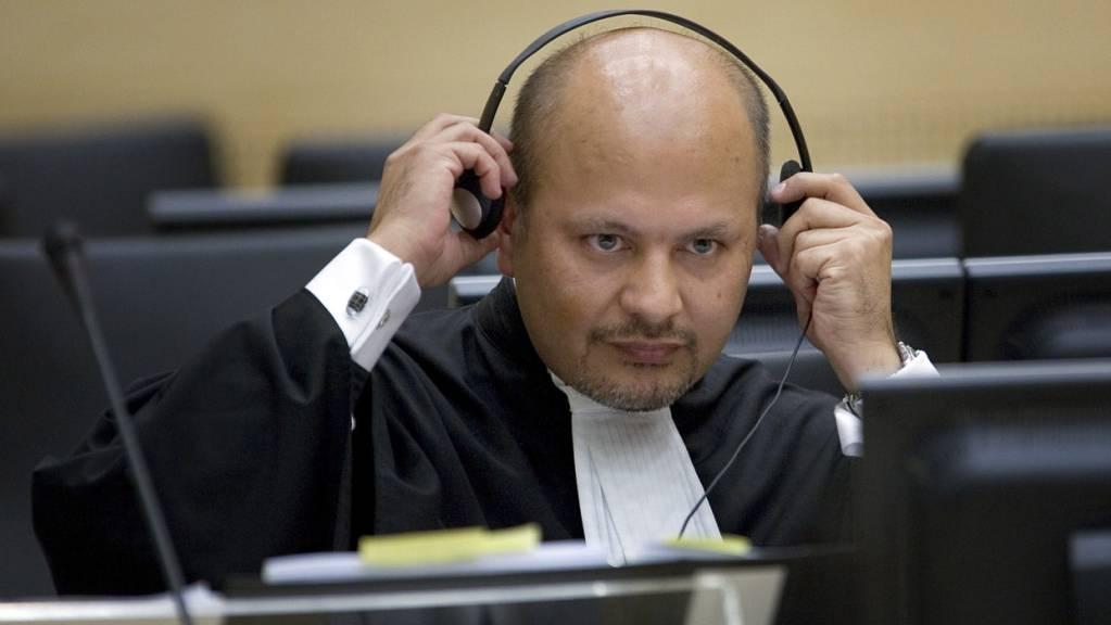 Der britische Jurist Karim Asad Ahmad Khan ist als neuer Chefankläger des Internationalen Strafgerichtshofes vereidigt worden.