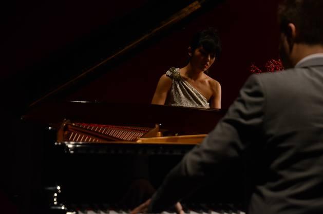 Ob zwei Klaviertastaturen oder eine - die beiden Pianisten Elisabeth Joy Roe und Greg Anderson legen auf beide Spielweisen verblüffende Perf