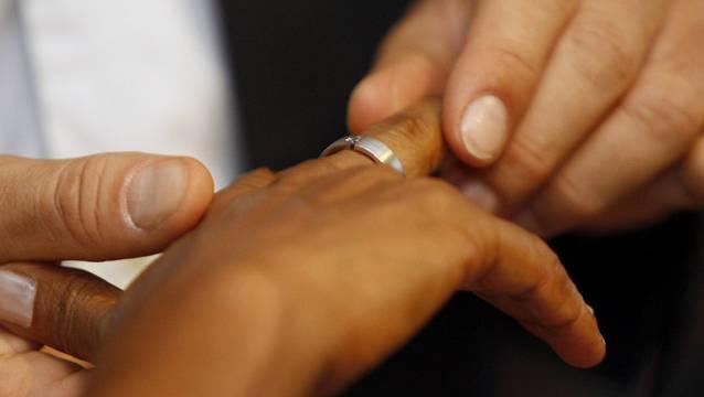 905 Mal wurden in der Schweiz wohnhafte Menschen zwischen Januar 2015 und August 2017 zwangsverheiratet. (Symbolbild)