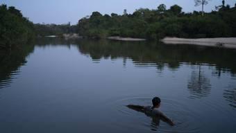 Im Amazonasgebiet von Brasilien stecken sich immer mehr Indigene mit dem Coronavirus an. (Archivbild)