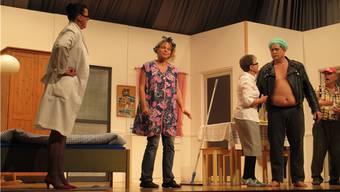 Heiter geht es auf der Sissler Theaterbühne zu und her. – Foto: hbs