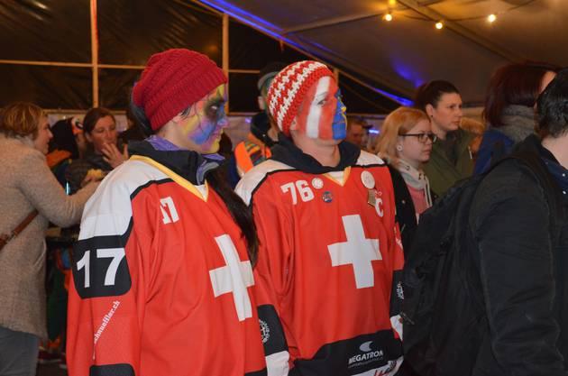 Fasnachtseröffnung in Windisch;Diese Schweizer Fans haben sich unter die Gäste gemischt.