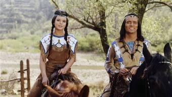 Szene aus «Winnetou und das Halbblut» mit Pierre Brice als Winnetou und Uschi Glas als Apanatschi