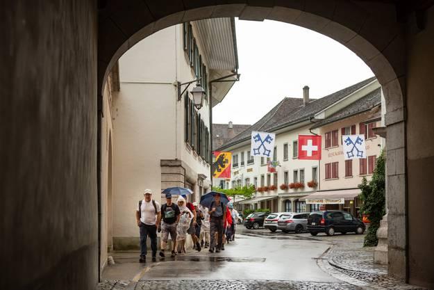 Die Abendwanderung des Leserwandern führte mit Start in Wangen an der Aare dem Fluss entlang nach Zuchwil bei Solothurn. Der Regen begleitete die Wangerschar. Aufgenommen am 20. Juli 2018 in der Nähe von Wangen an der Aare.