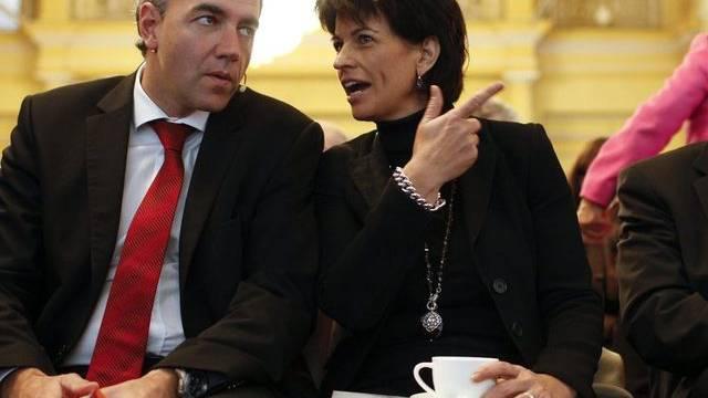 Bundesrätin Doris Leuthard spricht mit CVP-Präsident Christophe Darbellay in Luzern