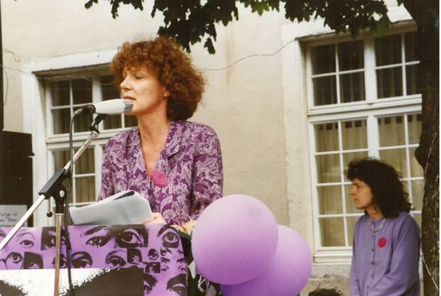 Marguerite Misteli, Urgestein der Solothurner Politik, hält am Frauenstreiktag 1991 eine Rede.